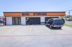 Image of Alamo Self Storage - Dependable Facility on 2855 Fort Worth Ave  in Dallas, TX - View 2