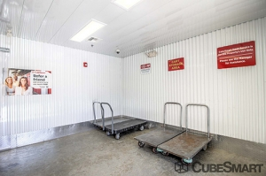 CubeSmart Self Storage - Orlando - 1015 N Apopka Vineland Rd - Photo 17