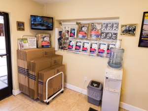 Airport Mini Storage - Riverside - 7044 Arlington Avenue - Photo 5
