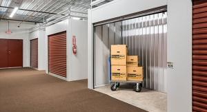 Image of StorageMart - Rangeline and Vandiver Facility on 2403 Rangeline St  in Columbia, MO - View 4