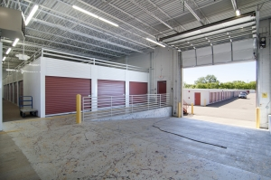 Image of StorageMart - Excelsior Rd & Shady Oak Facility on 11001 Excelsior Blvd  in Hopkins, MN - View 3