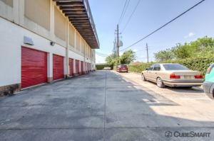 CubeSmart Self Storage - Houston - 8252 Westheimer Rd - Photo 14