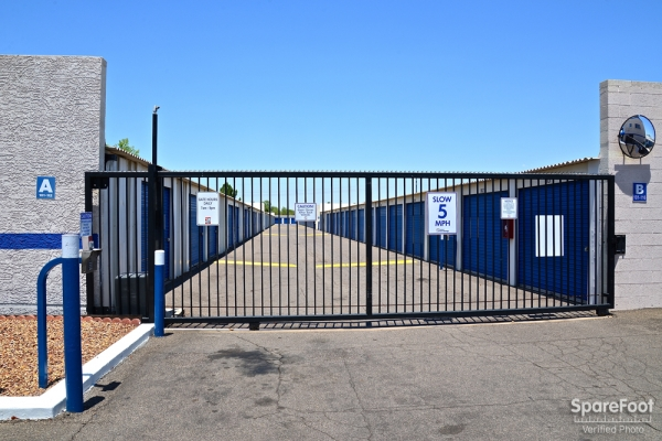 Facility photo: //images.sparefoot.com/medium/10471755b006a0b2a53.jpg