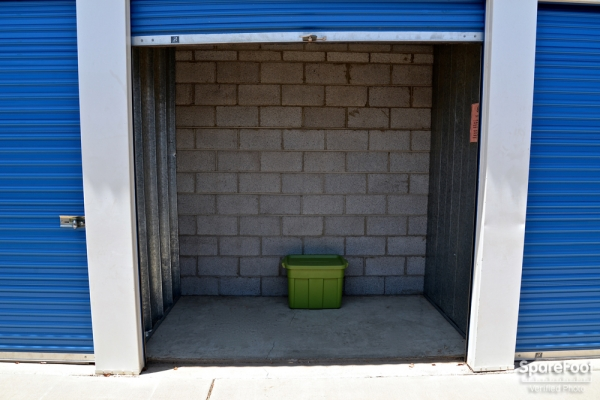 Facility photo: //images.sparefoot.com/medium/10471755b006a827150.jpg