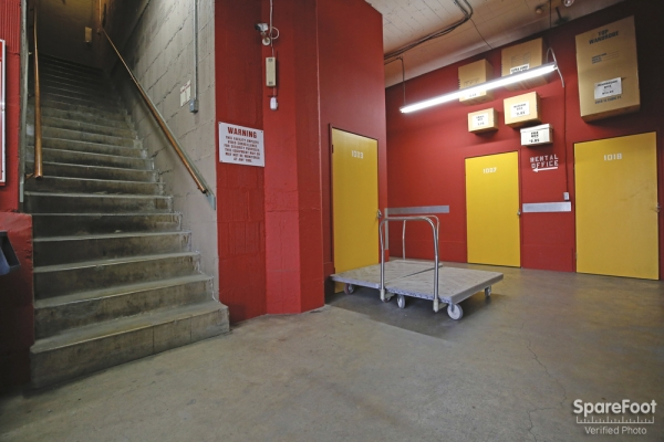 Facility photo: //images.sparefoot.com/medium/15380854ee006012580.jpg