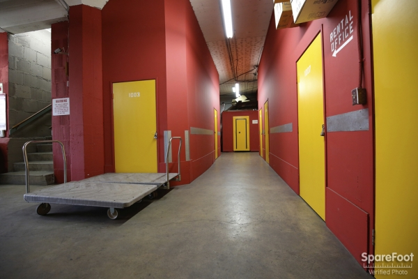Facility photo: //images.sparefoot.com/medium/15380854ee0060c8ece.jpg