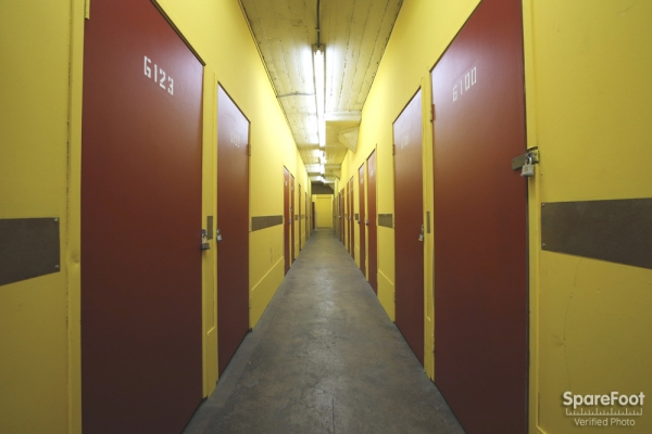 Facility photo: //images.sparefoot.com/medium/15380854ee00633bf74.jpg