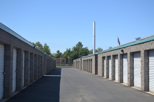 Facility photo: //images.sparefoot.com/medium/1546625d4b605257bd4.jpg