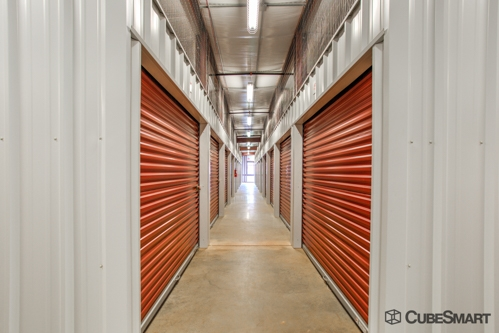 Facility photo: //images.sparefoot.com/medium/20067659d296272b3be.jpg