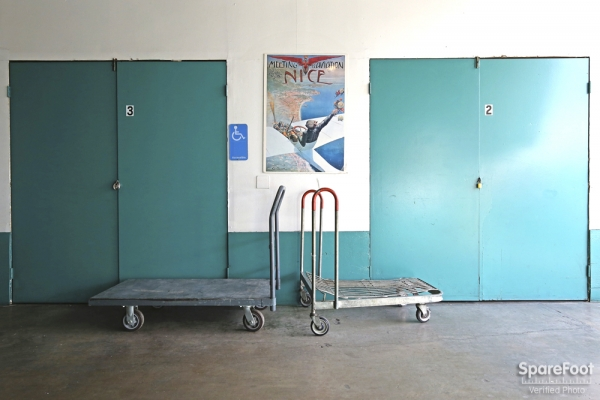 Facility photo: //images.sparefoot.com/medium/2083755afc4e62d4782.jpg