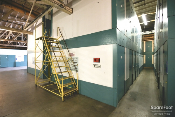 Facility photo: //images.sparefoot.com/medium/2083755afc4e686b14b.jpg