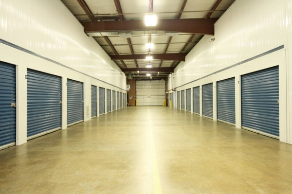 Facility photo: //images.sparefoot.com/medium/2094585cf80c1b9594a.png