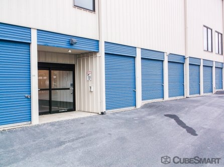 Facility photo: //images.sparefoot.com/medium/2105135f6cf00211bb3.jpg