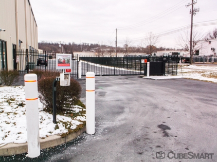 Facility photo: //images.sparefoot.com/medium/2105135f6cf002eb476.jpg