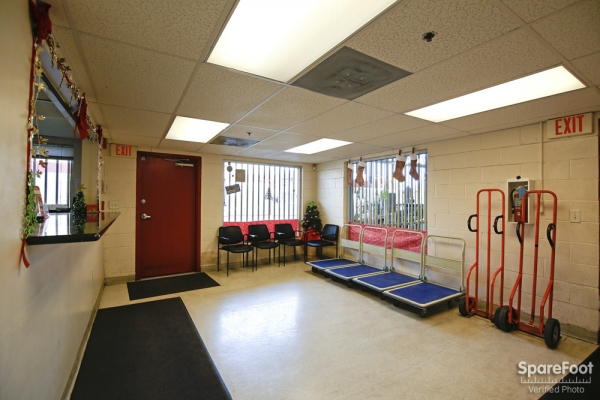Facility photo: //images.sparefoot.com/medium/2123615d52f304e3797.jpg