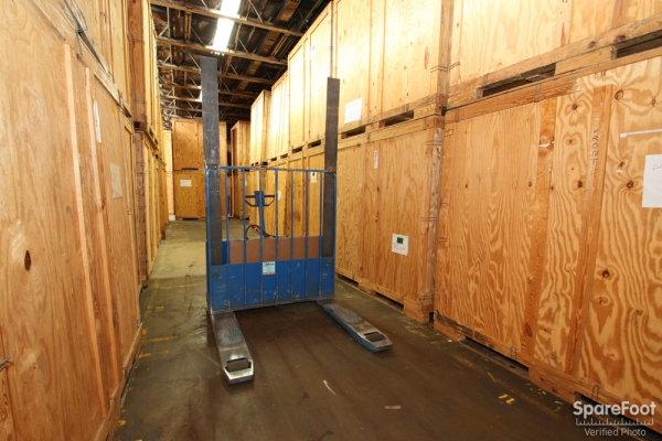 Facility photo: //images.sparefoot.com/medium/697835457bba78ac5b.jpg