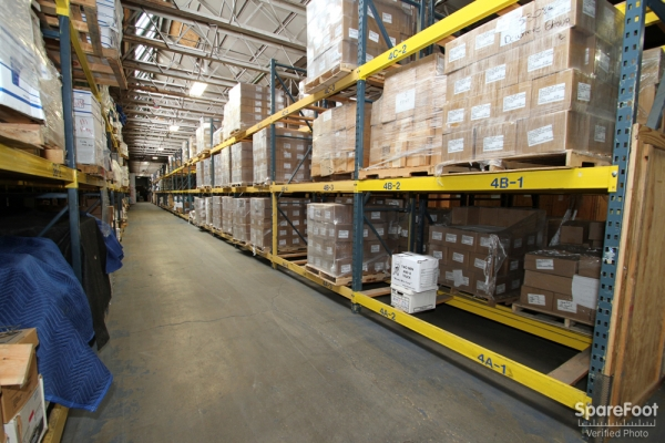 Facility photo: //images.sparefoot.com/medium/697835457bbae65ece.jpg