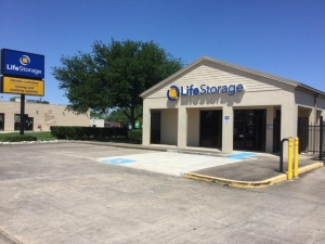 Image of Life Storage - Deer Park - Center Street Facility on 3321 Center Street  in Deer Park, TX - View 4