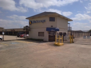 Image of Life Storage - Friendswood Facility on 4333 FM 2351 Road  in Friendswood, TX - View 4