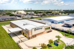 Image of Life Storage - Webster - West Nasa Road 1 Facility on 900 W Nasa Rd 1  in Webster, TX - View 4