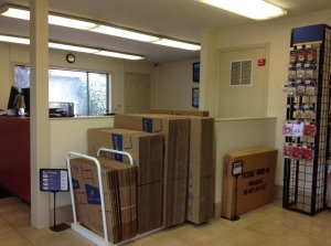 Image of Life Storage - Piscataway Facility on 500 Stelton Rd  in Piscataway, NJ - View 2