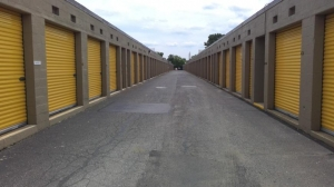 Image of Life Storage - Piscataway Facility on 500 Stelton Rd  in Piscataway, NJ - View 3
