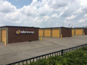 Image of Life Storage - Plano - Plano Parkway Facility on 4005 W Plano Pky  in Plano, TX - View 2