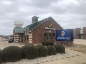 Image of Life Storage - Fort Worth - Denton Highway Facility on 7902 Denton Hwy  in Fort Worth, TX - View 3