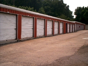 Image of Avondale Mini Storage Facility on 3111 Church St  in Scottdale, GA - View 4