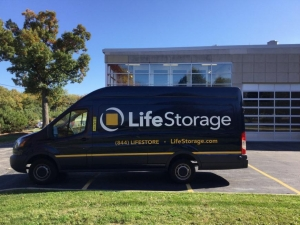 Image of Life Storage - Lake Forest Facility on 1400 S Skokie Hwy  in Lake Forest, IL - View 2