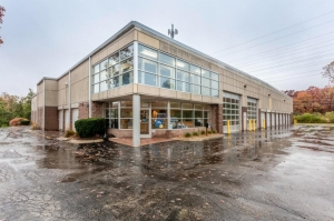 Image of Life Storage - Lake Forest Facility on 1400 S Skokie Hwy  in Lake Forest, IL - View 3