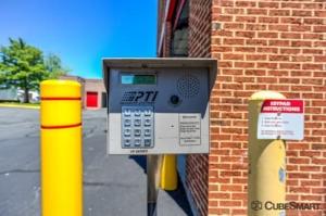 Image of CubeSmart Self Storage - Fairfax Facility on 3179 Draper Dr  in Fairfax, VA - View 4
