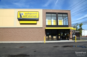 Image of Safeguard Self Storage - Hewlett Facility on 1176 Broadway  in Hewlett, NY - View 2