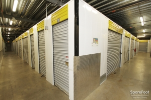 Safeguard Self Storage - Bridgeview - Photo 16