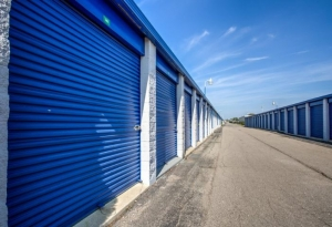Simply Self Storage - 9624 E 350 Highway - Raytown - Photo 4