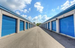 Simply Self Storage - 211 N Elmhurst Road - Wheeling - Photo 10