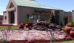 StoragePLUS - Victory Rd.