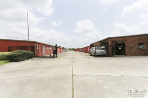 Image of Big 7 Save-U-Space Facility on 826 Hwy 3 South  in League City, TX - View 2