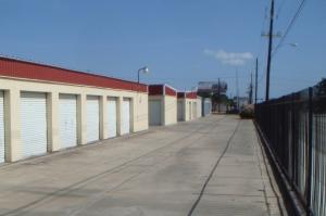 Image of Alamo Central Mini-Storage Facility on 2801 Sam Houston Dr  in Victoria, TX - View 2