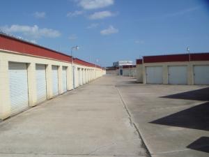 Image of Alamo Central Mini-Storage Facility on 2801 Sam Houston Dr  in Victoria, TX - View 4