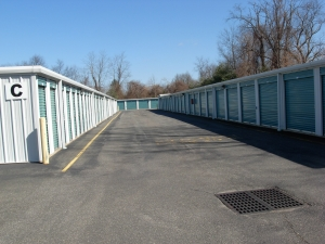 Image of Standard Storage Facility on 933 RT-33  in Freehold, NJ - View 2