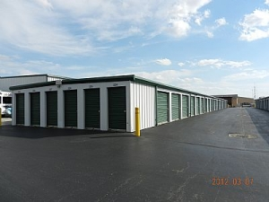 M & L Storage - Edinburgh - Photo 1