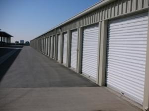 Lincoln Super Storage - Photo 8