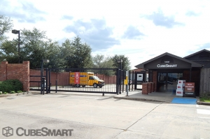 Image of CubeSmart Self Storage - Sugar Land Facility on 1450 Highway 6  in Sugar Land, TX - View 2