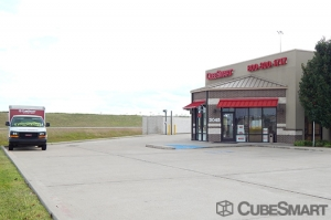 Image of CubeSmart Self Storage - Pearland - 3045 Business Center Drive Facility on 3045 Business Center Drive  in Pearland, TX - View 2