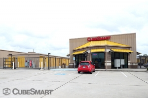 Image of CubeSmart Self Storage - Houston - 12955 South Fwy Facility on 12955 South Fwy  in Houston, TX - View 2