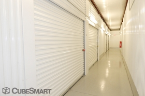 Image of CubeSmart Self Storage - Houston - 12955 South Fwy Facility on 12955 South Fwy  in Houston, TX - View 4