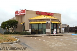 Image of CubeSmart Self Storage - Richmond - 9720 Harlem Road Facility on 9720 Harlem Road  in Richmond, TX - View 2