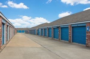 Image of Security Self Storage - College Blvd Facility on 13300 College Blvd  in Lenexa, KS - View 2