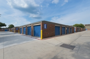 Image of Security Self Storage - Westheimer Facility on 9526 Westheimer Road  in Houston, TX - View 3
